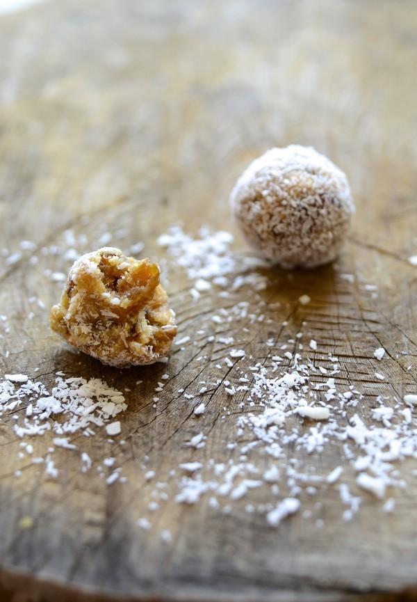 Cape Malay coconut almond date balls | Bibbyskitchen recipes