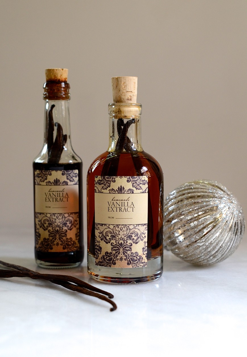 A shimmery white Christmas table and homemade vanilla extract | Dianne Bibby is a Johannesburg food stylist, recipe developer, and food blogger. | Van
