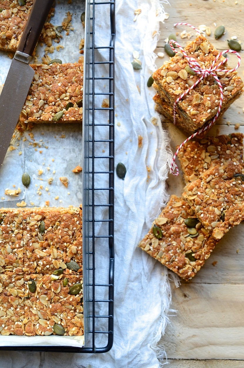 The best healthy seeded oat crunchies