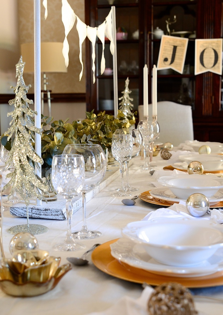 A shimmery white Christmas table and homemade vanilla extract | Dianne Bibby is a Johannesburg food stylist, recipe developer, and food blogger. | Table