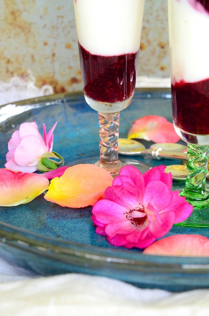 Berry breakfast parfaits with yoghurt and honey | Bibby's Healthy breakfast recipes