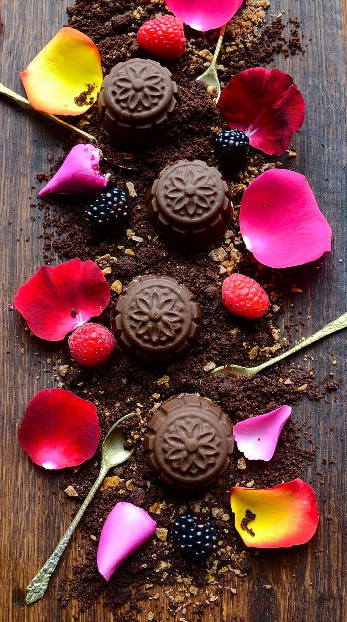 Caramel cocoa crumbs with ice cream kisses and blackberries | Dianne Bibby is a Johannesburg food stylist, recipe developer, and food blogger. | Val