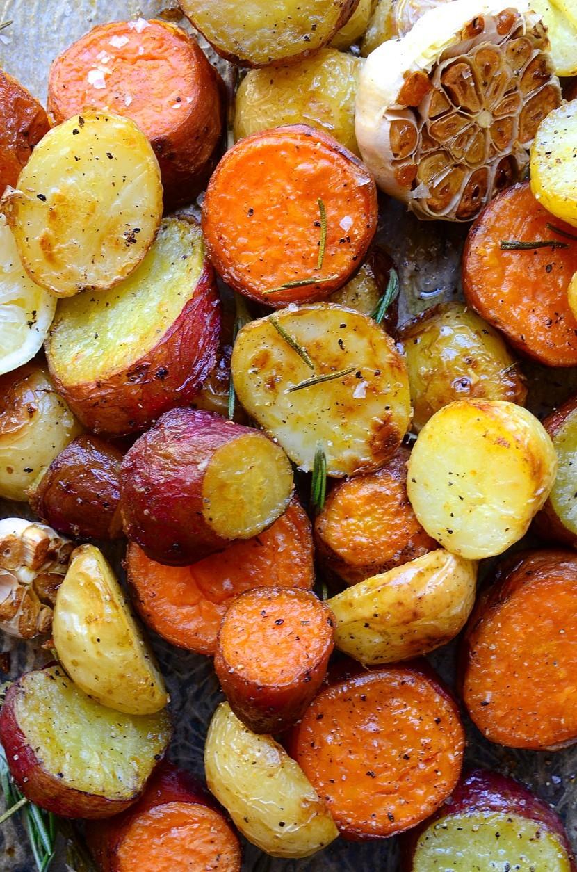Rosemary roast potatoes with garlic and lemon