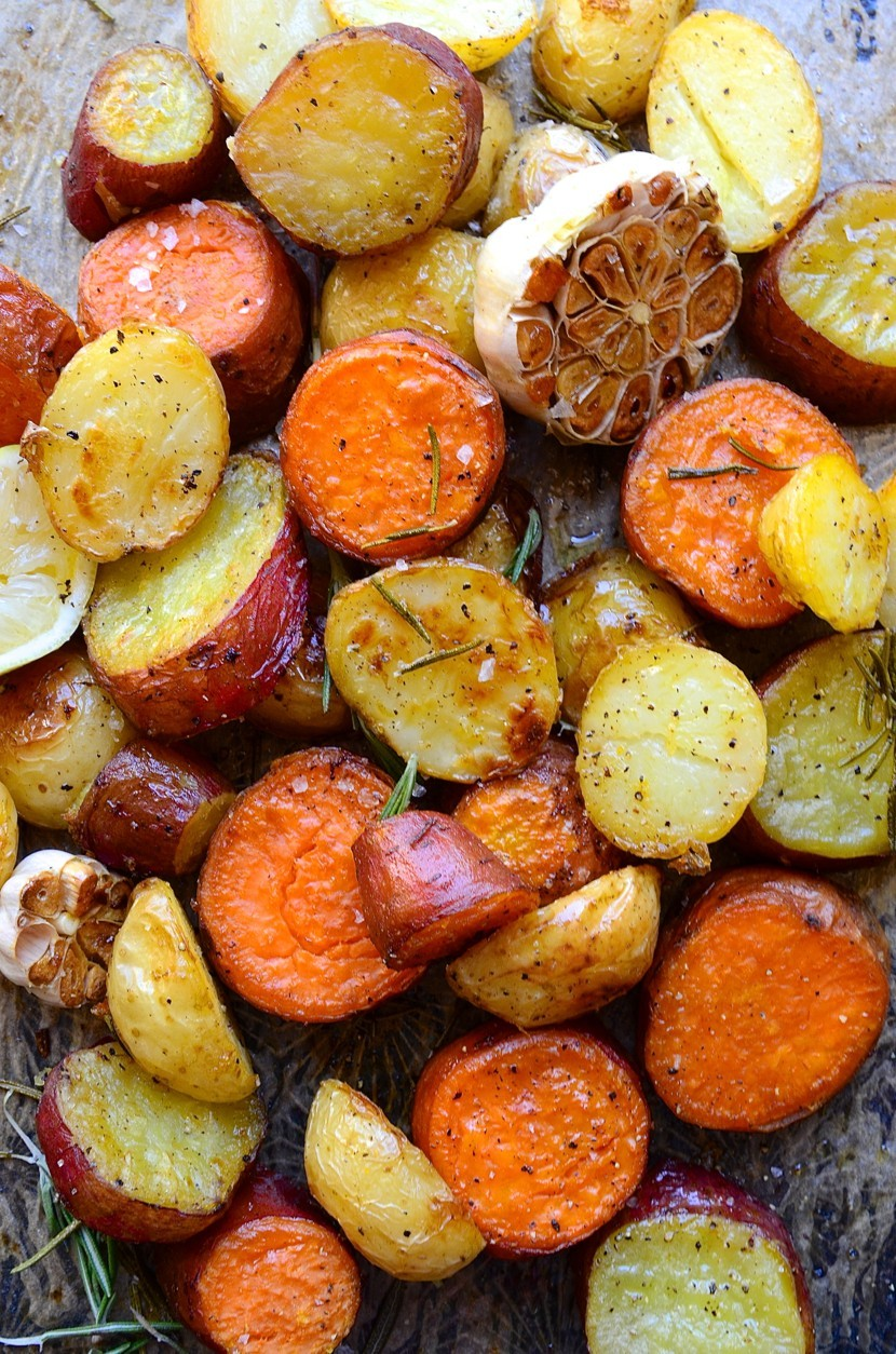 Rosemary roast potatoes with garlic and lemon