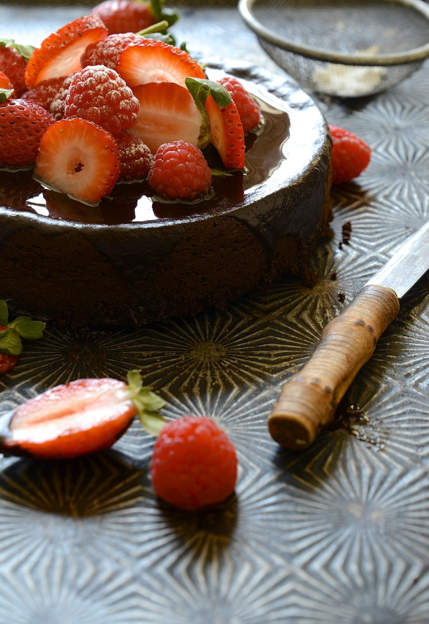 Flour-less chocolate cake with glossy ganache