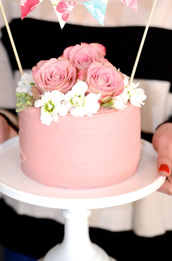 Raspberry vanilla cake with buttercream frosting | Cake ...