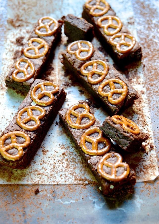 Salted pretzel brownies|caramel sauce