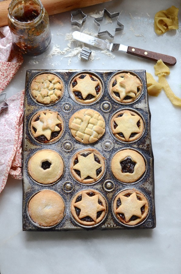 Cookie cutter mince pies