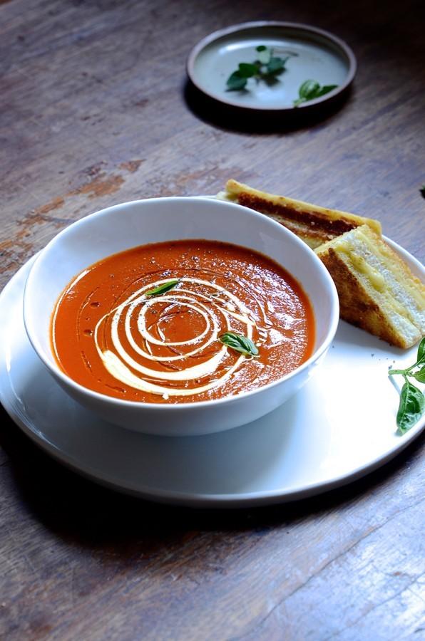 A simple sundried tomato soup|basil pesto toasties