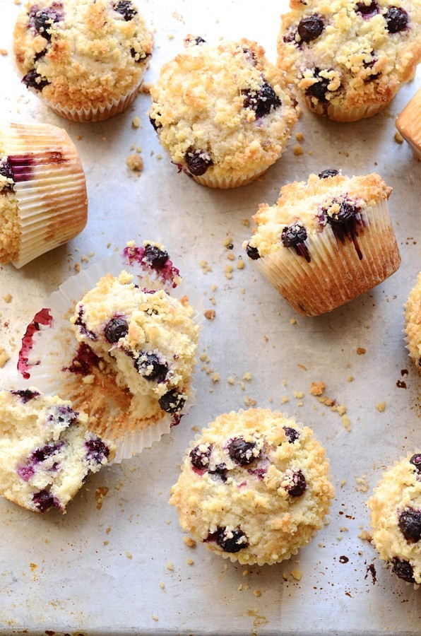 The best Blueberry coconut crumble muffins