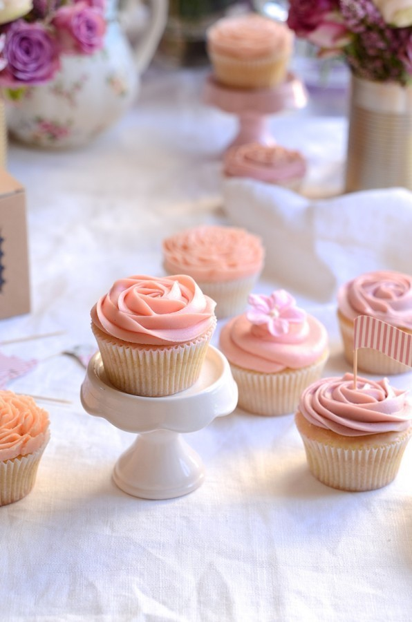 Vintage vanilla cupcakes with lemon curd buttercream