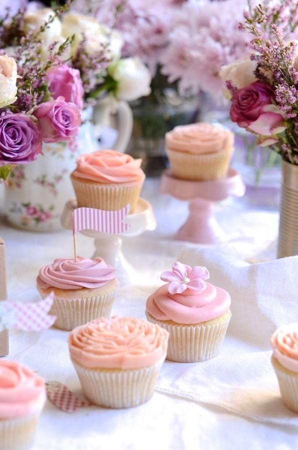 Vintage vanilla cupcakes with lemon curd buttercream