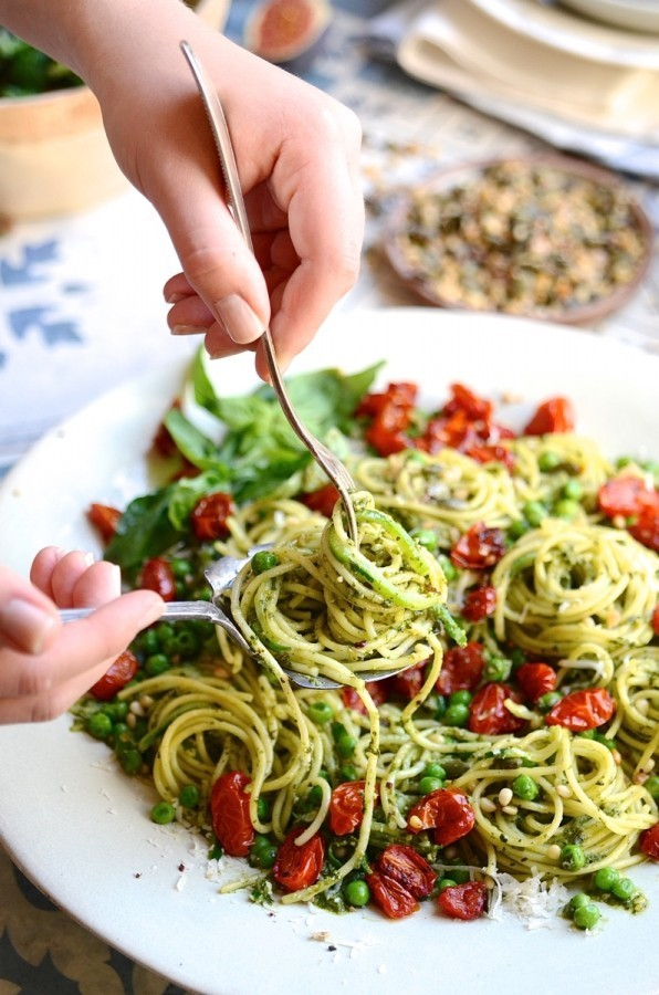 The ultimate green basil pesto pasta | Healthy vegetarian recipes