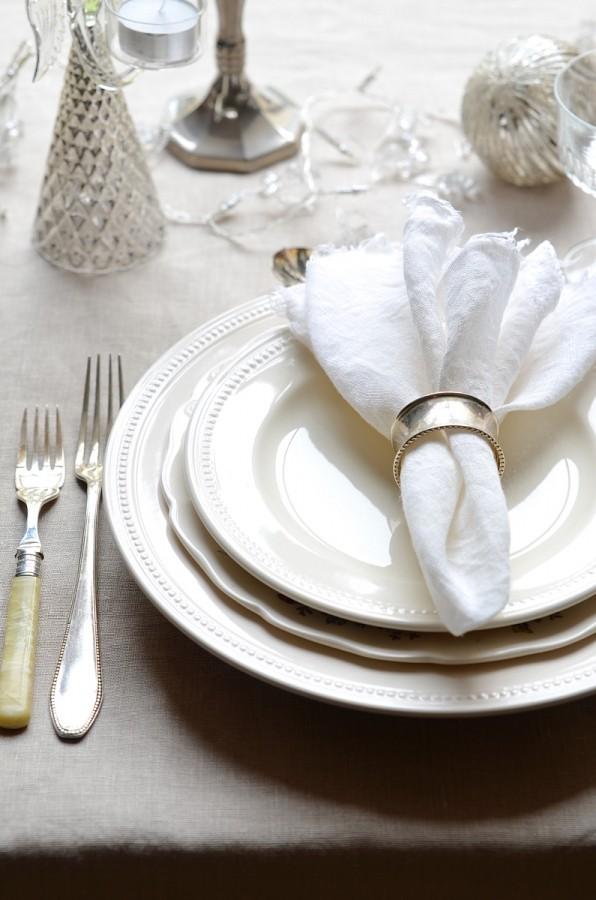 Festive table settings for the holidays, Bibbyskitchen, Christmas decor,