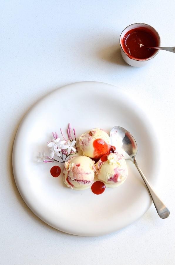 Gin and strawberry swirl ice cream | Bibbyskitchen dessert recipes