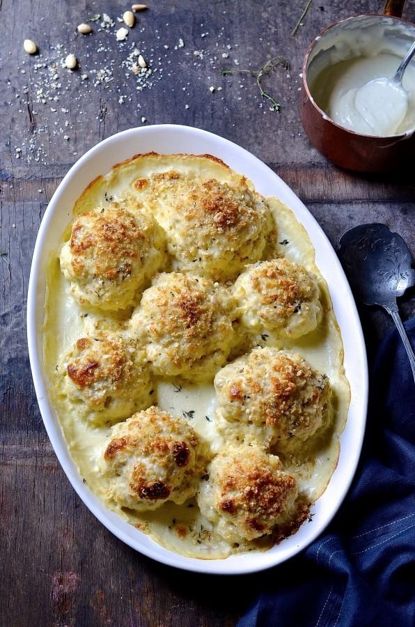 Whole roast cauliflower cheese & almond Crumble | Best vegetarian roasts