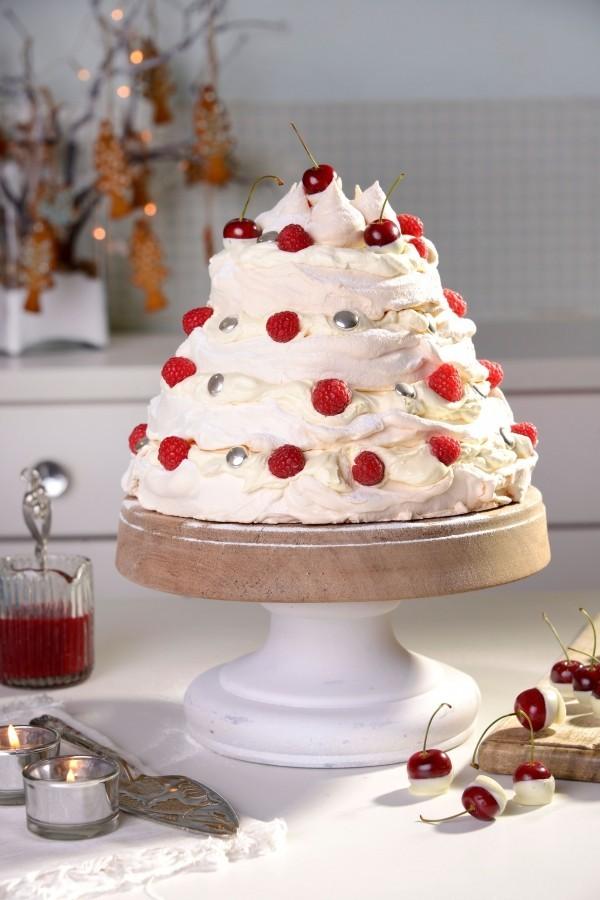 pavlova christmas tree stack - Best Christmas Desserts Ever
