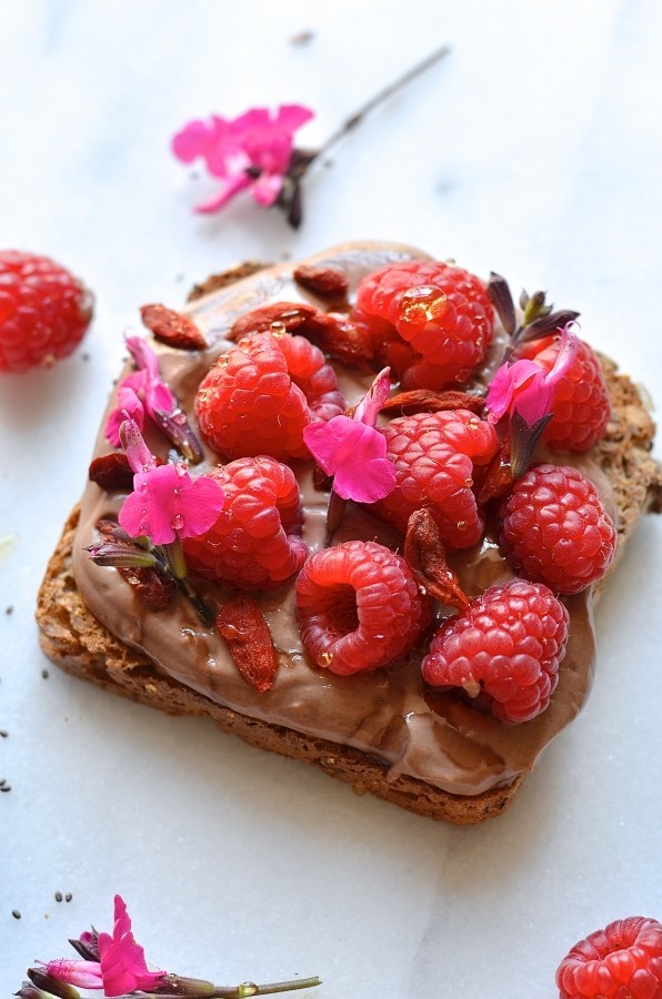 Chocolate yoghurt breakfast toasts