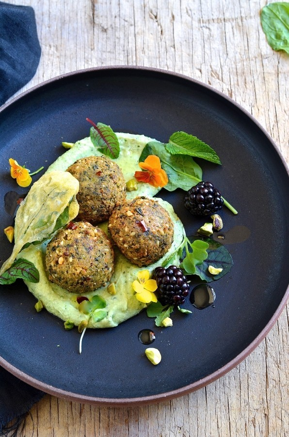 Quinoa and spinach falafel with avocado cream