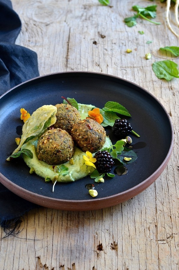 Quinoa and spinach falafel with avocado cream | Food trends for 2018