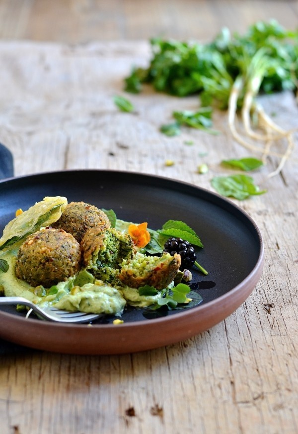 Quinoa and spinach falafel with avocado cream