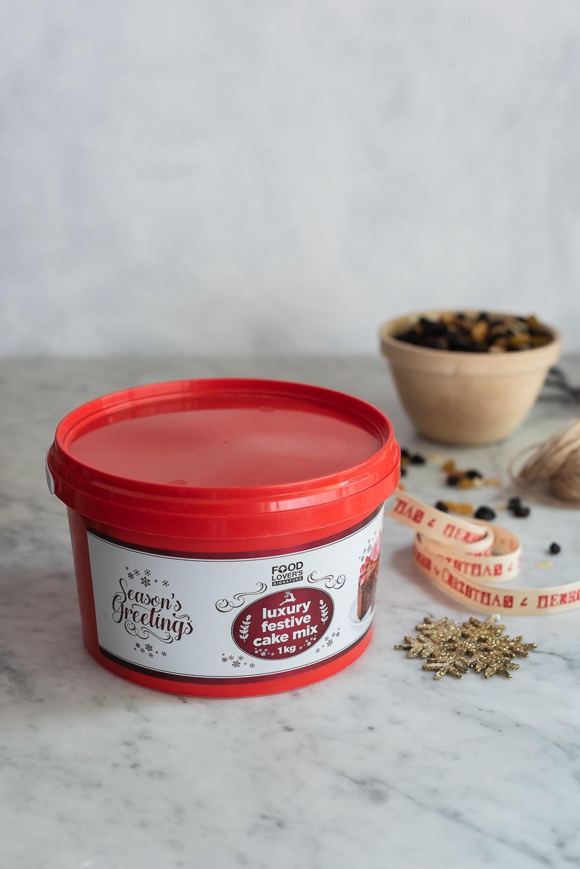 Sticky toffee pudding Christmas Cake | Bibbyskitchen recipes | Baking