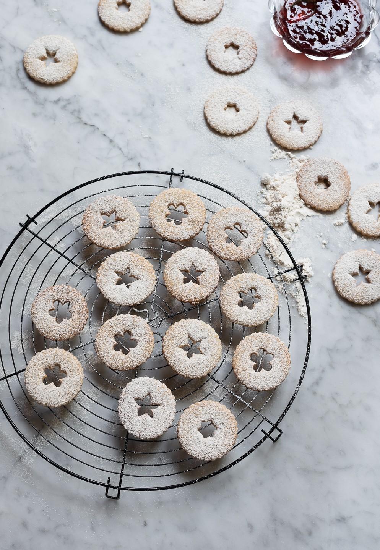 Vanilla spice linzer cookies | Bibbyskitchen recipes