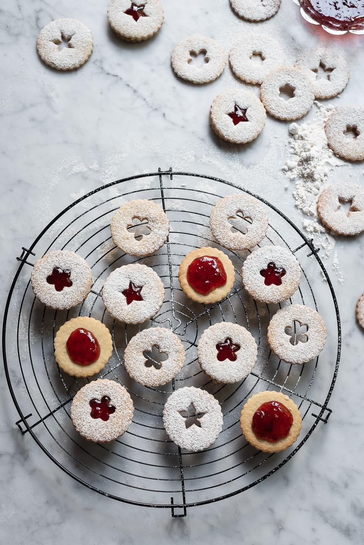 Vanilla spice linzer cookies
