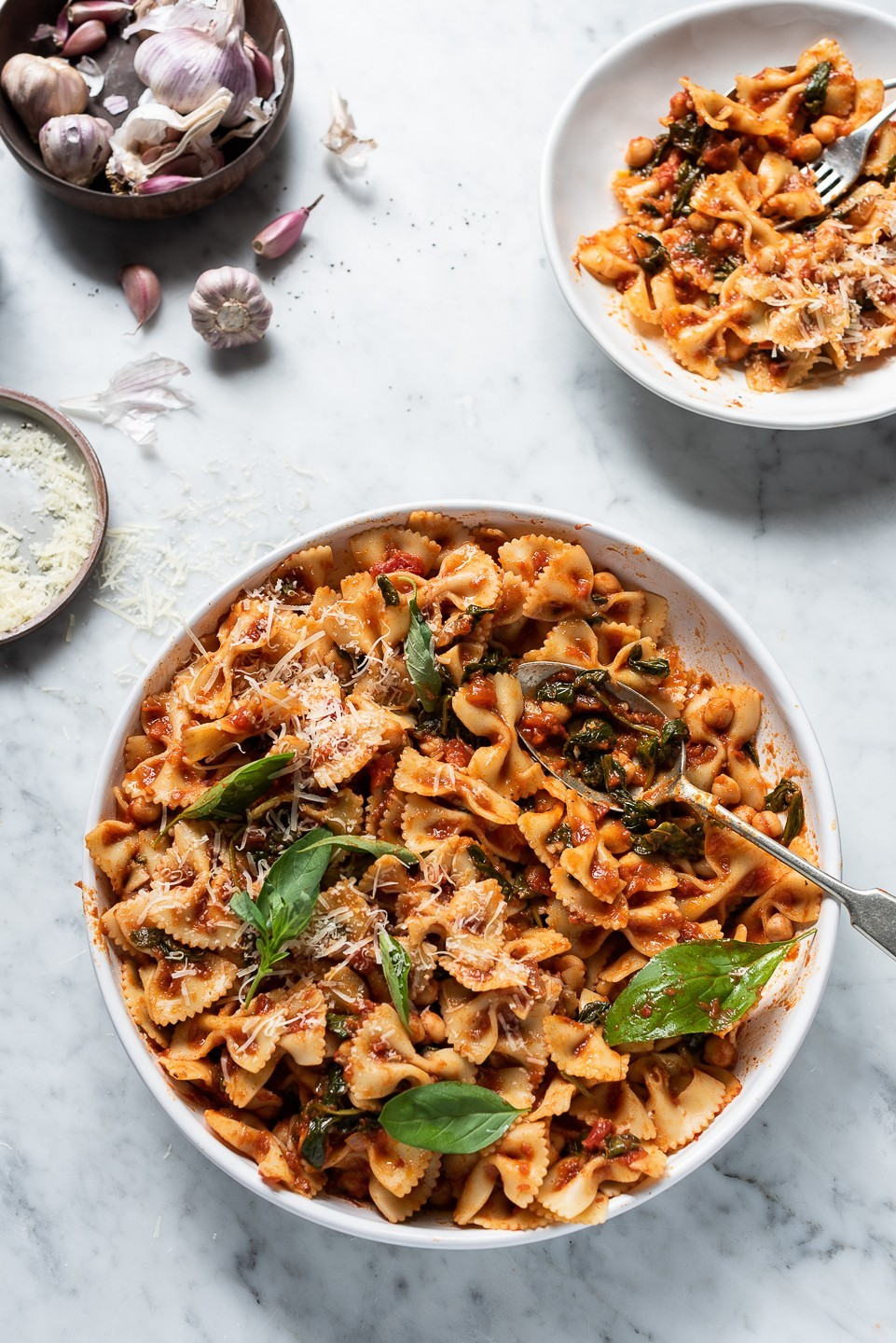 Bowtie spinach and chickpea pasta