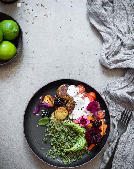 Spinach and quinoa buddha bowls