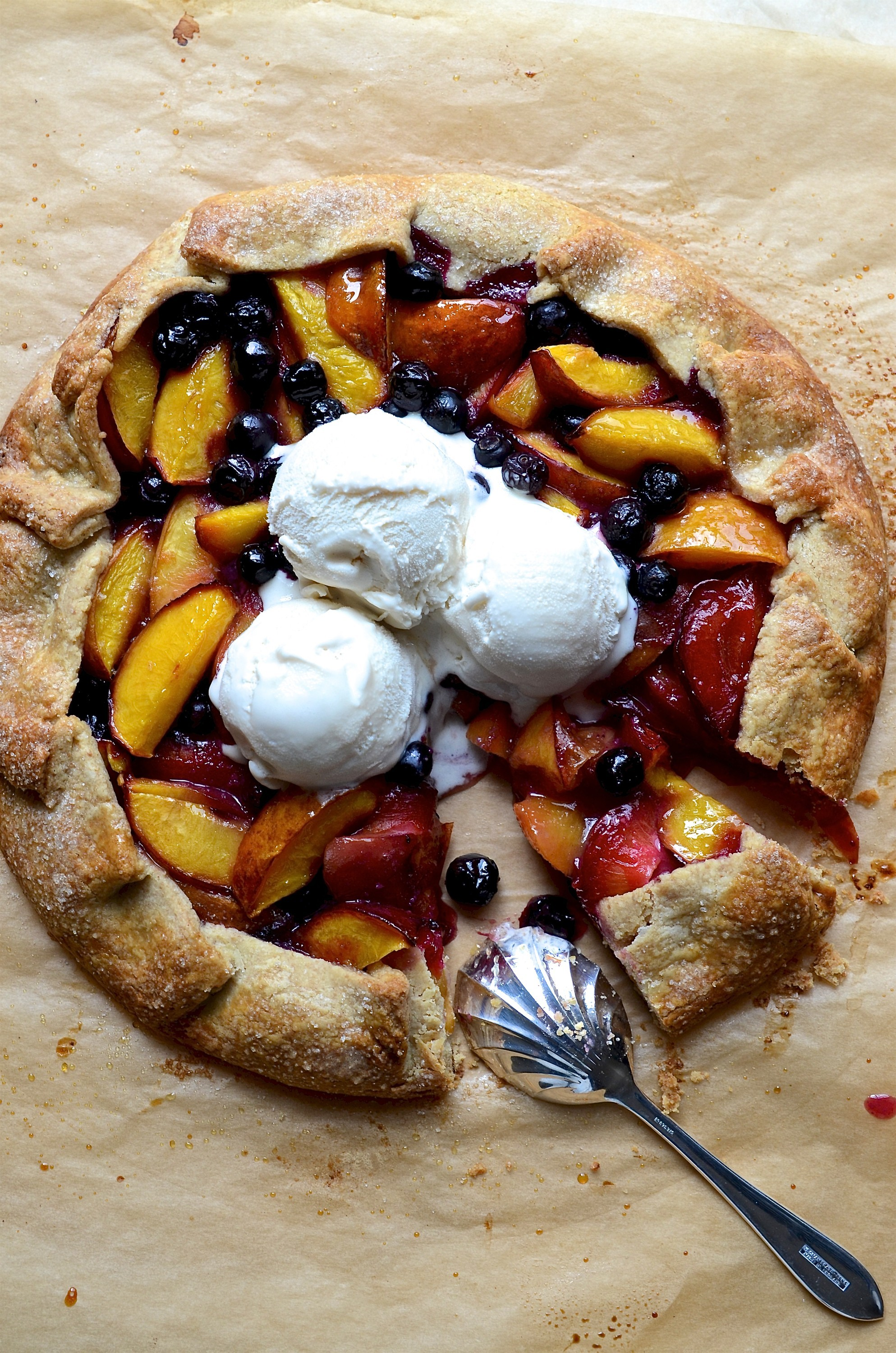 Nectarine Galette with blueberries and wholemeal Pastry | Desserts
