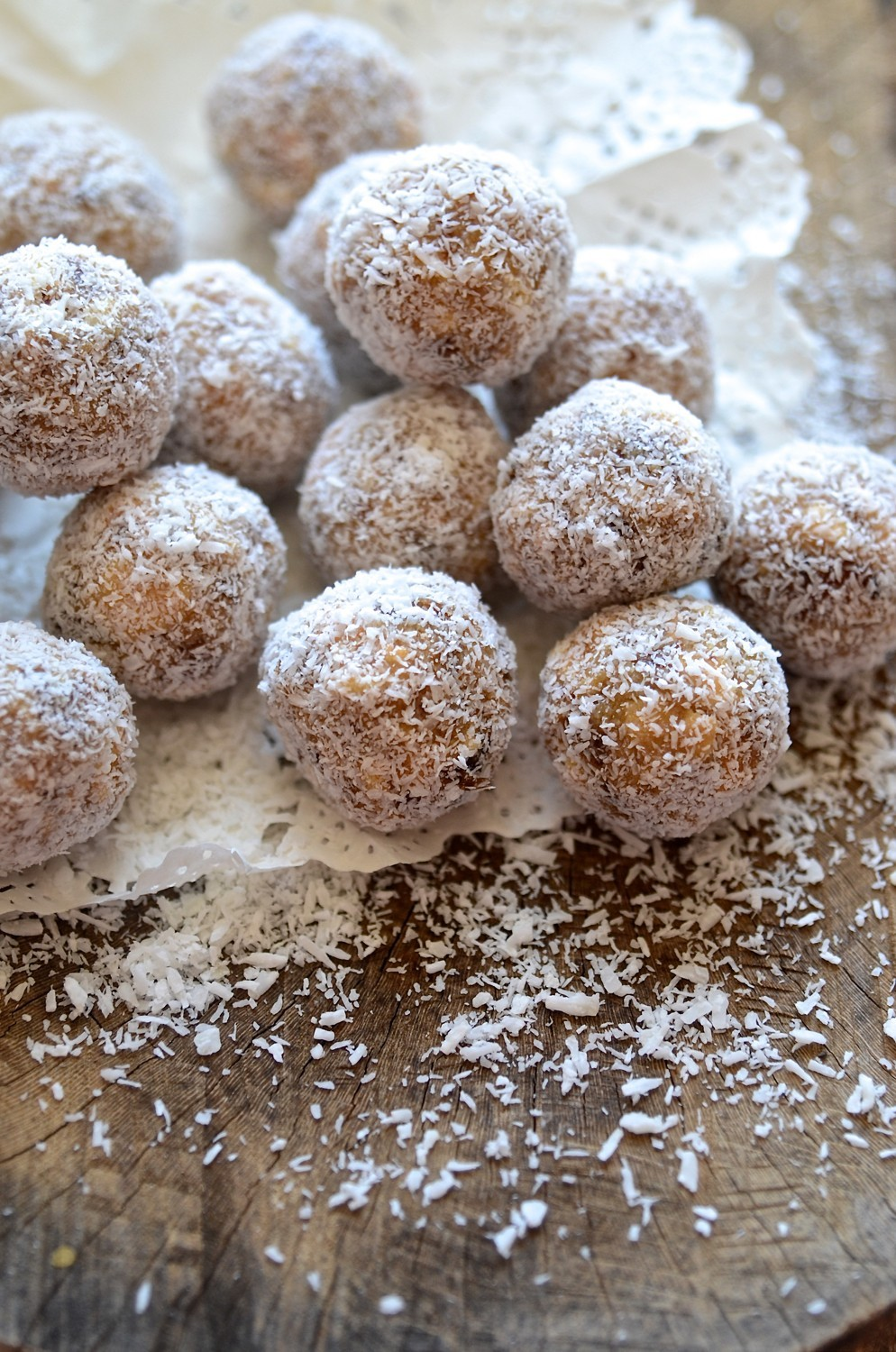 Cape Malay coconut date balls | Bibbyskitchen recipes
