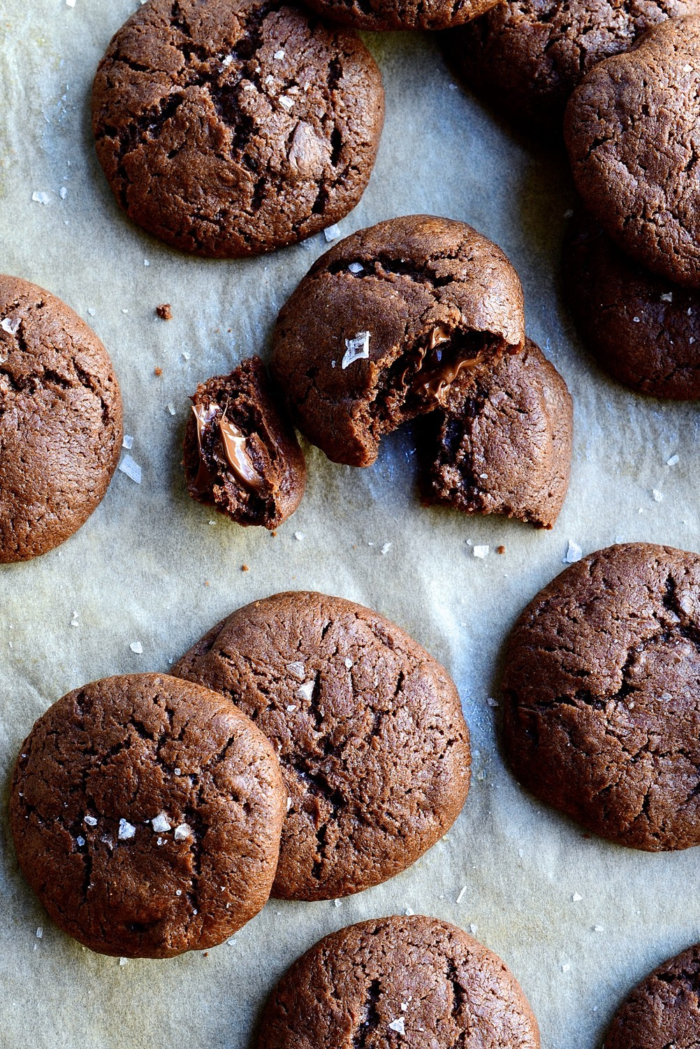 Salted dark chocolate crinkle cookies | Bibbyskitchen recipes | Cookies
