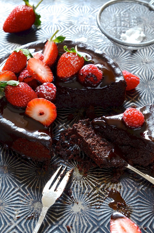 Flour-less chocolate cake