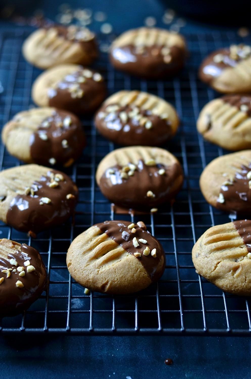 Neiman Marcus peanut butter cookies | Bibbyskitchen recipes | Baking