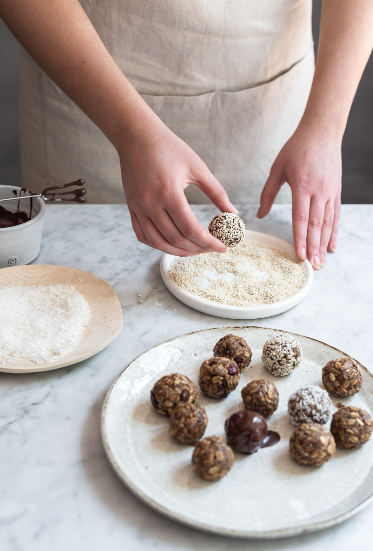 Almond butter oat snack balls | Bibbyskitchen recipes