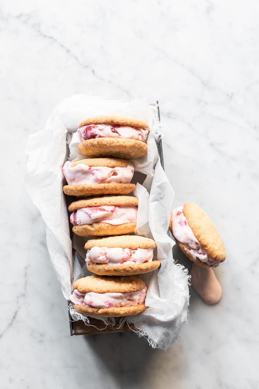 Roasted Strawberry Frozen Yoghurt Cookie Sandwiches
