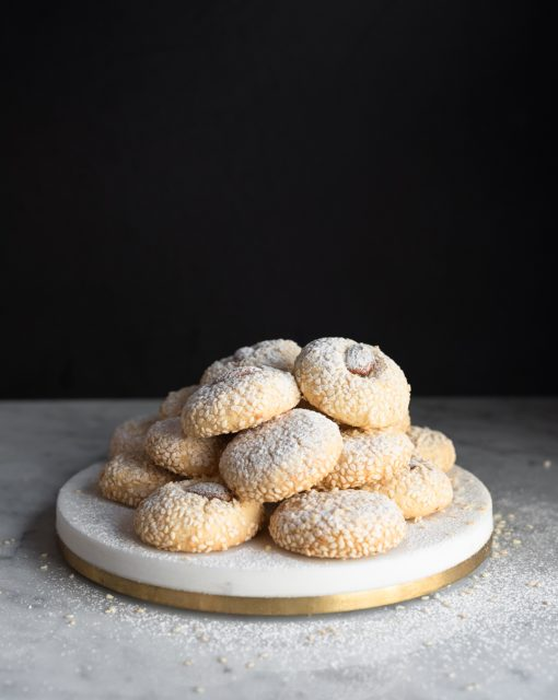 Almond and sesame shortbread rounds